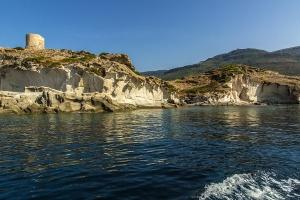 In battello lungo la costa dei Grifoni