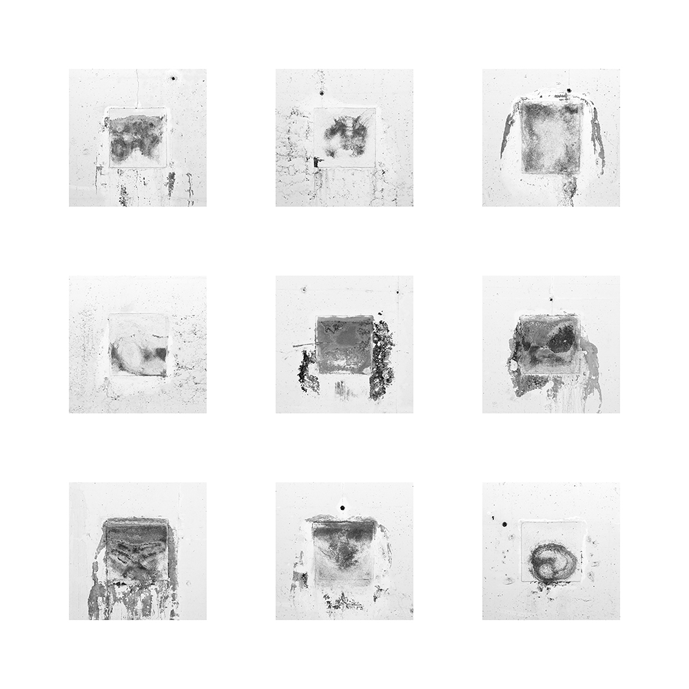 Nell'ombra di una galleria di montagna il tempo sta lentamente disegnando  ambigue sembianze. Forse fisionomie di valligiani del passato, frammenti di storie che nessuno ricorda.  L'immagine è destinata alla stampa di cm. 110 x 110.